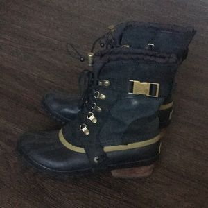 Sorel Black Conquest Carly Short Buckle Boots, 9